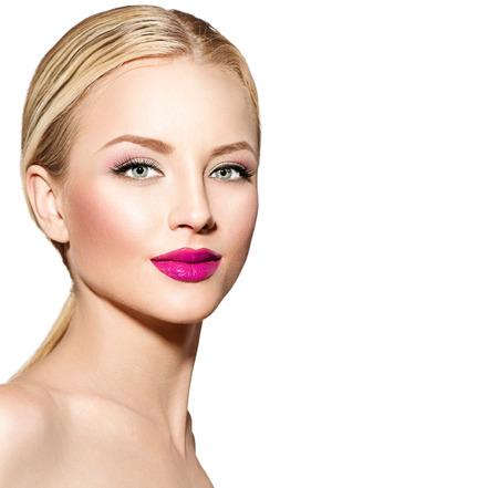 blonde yeux bleus: Belle femme avec les cheveux raides blond