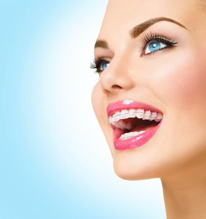 美しい女性の笑顔します。歯にセラミックかっこをクローズ アップ 写真素材