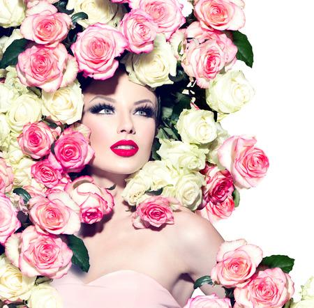moda mujer: Chica modelo atractivo con rosas rosadas y blancas peinado