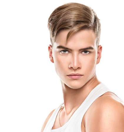 blonde yeux bleus: Beau jeune homme. Mode homme jeune modèle portrait