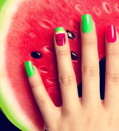 leuchtend: Nagelkunst. Wassermelone Stil hellen Sommer-Kunst-Maniküre