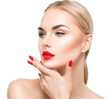 blonde yeux bleus: Belle femme mannequin aux cheveux blonds