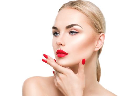 maquillaje de ojos: Hermosa mujer modelo de moda con el pelo rubio Foto de archivo