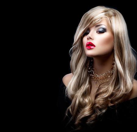 red lips: Hermosa mujer rubia sexy con el pelo largo