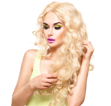 capelli biondi: Donna bionda con i capelli ricci lunghi sani Archivio Fotografico