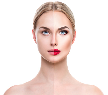 Mooie jonge blonde vrouw voor en na de make-up aanbrengen. Gezicht verdeeld in twee delen Stockfoto