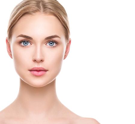 Mooie vrouw met perfecte verse schone huid