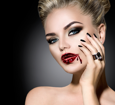 maquillaje de fantasia: Halloween. Chica sexy hermosa con maquillaje de vampiro Foto de archivo