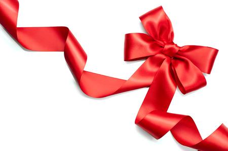 赤いサテン ギフト弓。白い背景で隔離赤いリボン