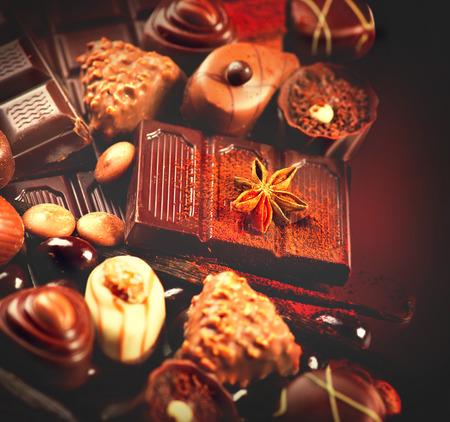 cafe bombon: El chocolate de fondo de cerca. Surtido delicioso de blanco, negro, chocolate con leche