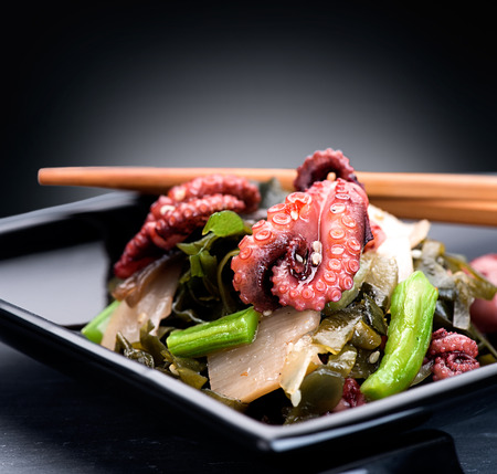Japanese salad with octopus and ginger. Healthy food 版權商用圖片 - 48483569
