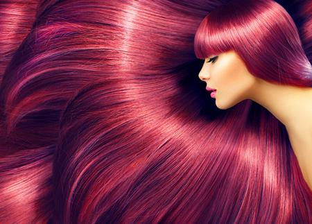 textura pelo: Cabello hermoso. Mujer de la belleza con el pelo largo de color rojo como fondo Foto de archivo