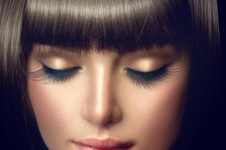 Skönhet flicka porträtt. Professionell makeup, långa ögonfransar