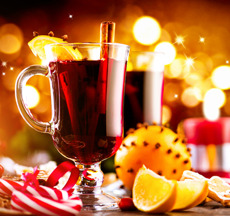 christmas bauble: Traditional Christmas mulled wine hot drink. Holiday decorated Christmas table