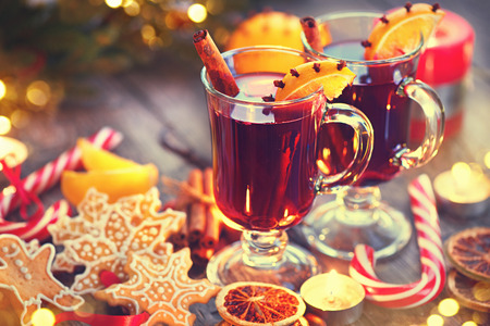 candle light dinner: Traditional Christmas mulled wine hot drink. Holiday decorated Christmas table