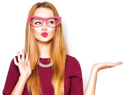 sklo: Krása vtipné dospívající dívka prezentující bod