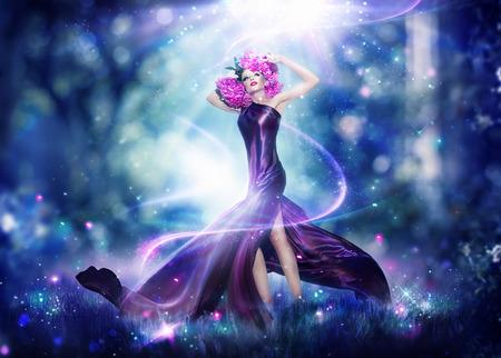 noche: Hermosa mujer de hadas de la fantasía, retrato arte de la moda