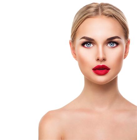 rubia ojos azules: Cara hermosa mujer modelo rubia con ojos azules y maquillaje perfecto