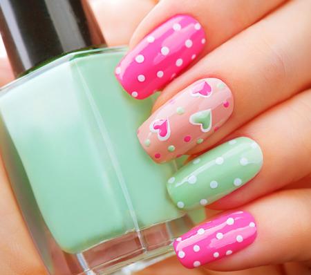 stile di vacanza San Valentino manicure luminoso
