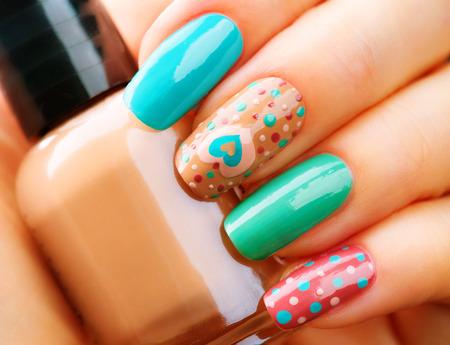 Valentijnsdag vakantie stijl heldere manicure