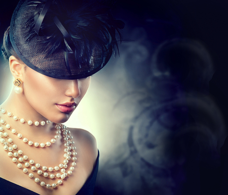 woman hairstyle: Retro woman portrait. Vintage style girl wearing old fashioned hat