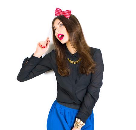 secretaria sexy: La muchacha atractiva del modelo de manera con maquillaje brillante