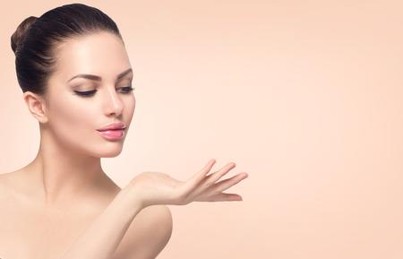 szépség: Beauty spa nő tökéletes bőr