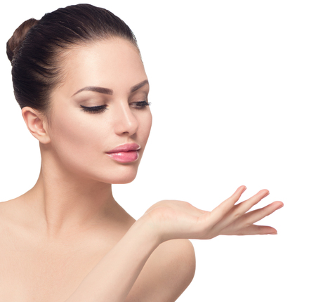 bellezza: donna stazione termale di bellezza con la pelle perfetta isolata su bianco Archivio Fotografico