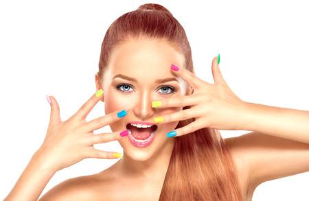 Beauté fille avec manucure coloré et le maquillage de la mode Banque d'images