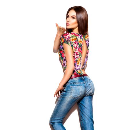 Fashion model meisje geïsoleerd via Wit