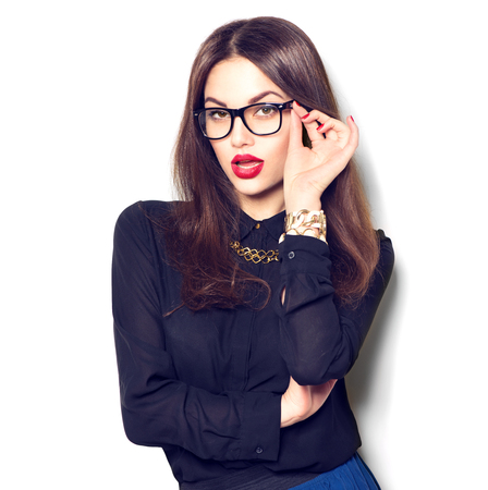 眼鏡をかけて、白い背景で隔離の美しさセクシーなファッション モデルの女の子