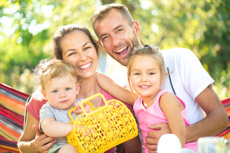 Happy joyful young family with little children outdoors Banque d'images