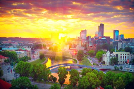 Vilnius, Litauen. Blick auf modernen Teil von Vilnius am Sonnenuntergang Standard-Bild
