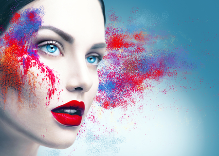 カラフルなパウダー メイクとファッション モデル少女の肖像画
