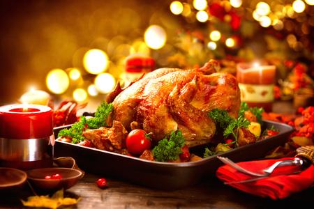 感恩節表火雞服務,裝飾著明亮的秋葉