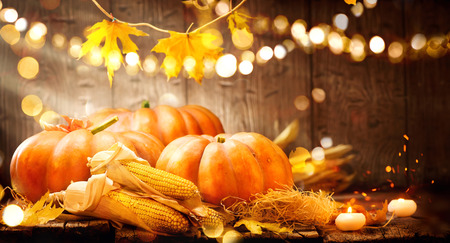 Thanksgiving Day. citrouilles d'automne Thanksgiving sur fond de bois