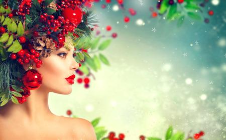 pascuas navideÑas: el peinado de Navidad. Holiday primer del maquillaje Foto de archivo