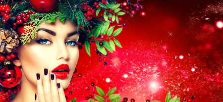 Kerst fashion model vrouw. Vakantie kapsel en make-up