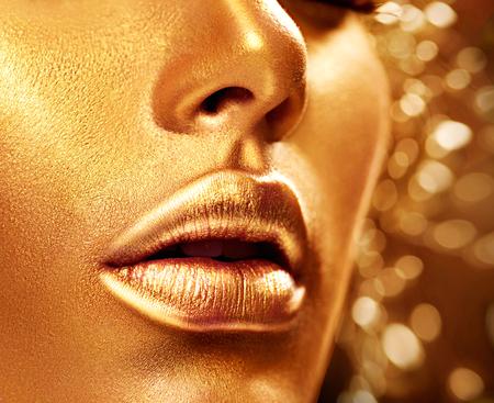 黄金の肌を持つ美少女モデル。ファッション芸術の肖像画 写真素材