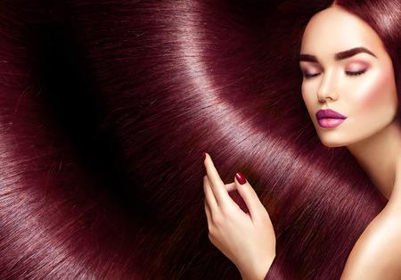 美しい髪。背景としてまっすぐ長い茶色の髪の美しさブルネットの女性