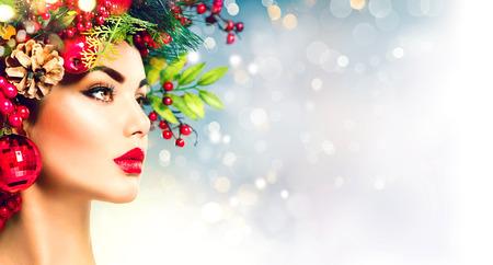 visage profil: coiffure de Noël. Location maquillage gros plan Banque d'images