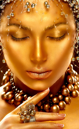 Schoonheid model meisje met gouden huid. Fashion art portret Stockfoto