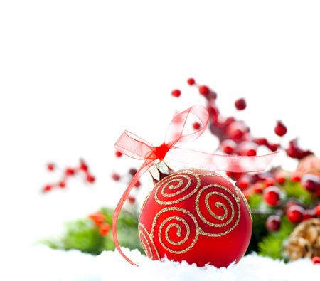 Rouge Noël et Nouvel An décoration sur fond blanc Banque d'images