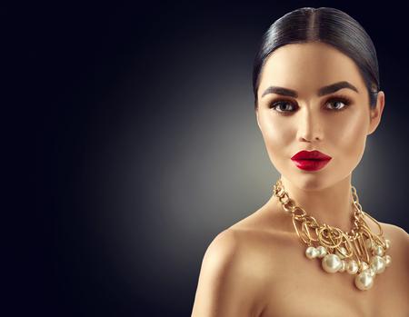 Prachtige jonge brunette vrouw portret