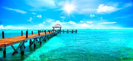 运输: 異國加勒比島。熱帶海灘度假勝地。旅遊或休假概念 版權商用圖片