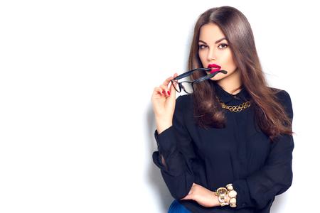 Beauty sexy fashion model meisje dragen van een bril, op wit wordt geïsoleerd