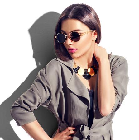 Portrait femme sexy avec un maquillage parfait et accessoires à la mode Banque d'images - 74168302