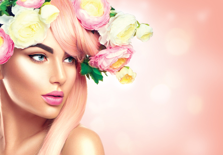 Blooming flowers wreath on woman's head. Flowers hairstyle Zdjęcie Seryjne - 75051218