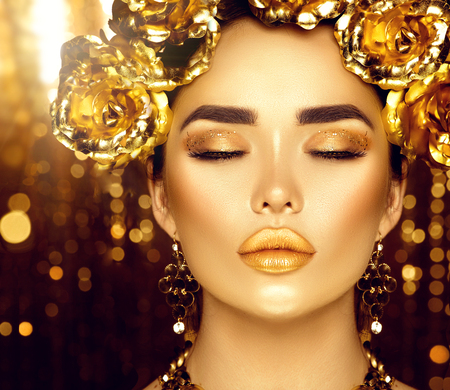 Golden holiday makeup. Golden wreath and necklace. Fashion art hairstyle and makeup Фото со стока - 77096076