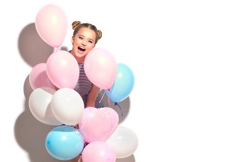 美白で隔離楽しいカラフルな気球とうれしそうな 10 代の少女